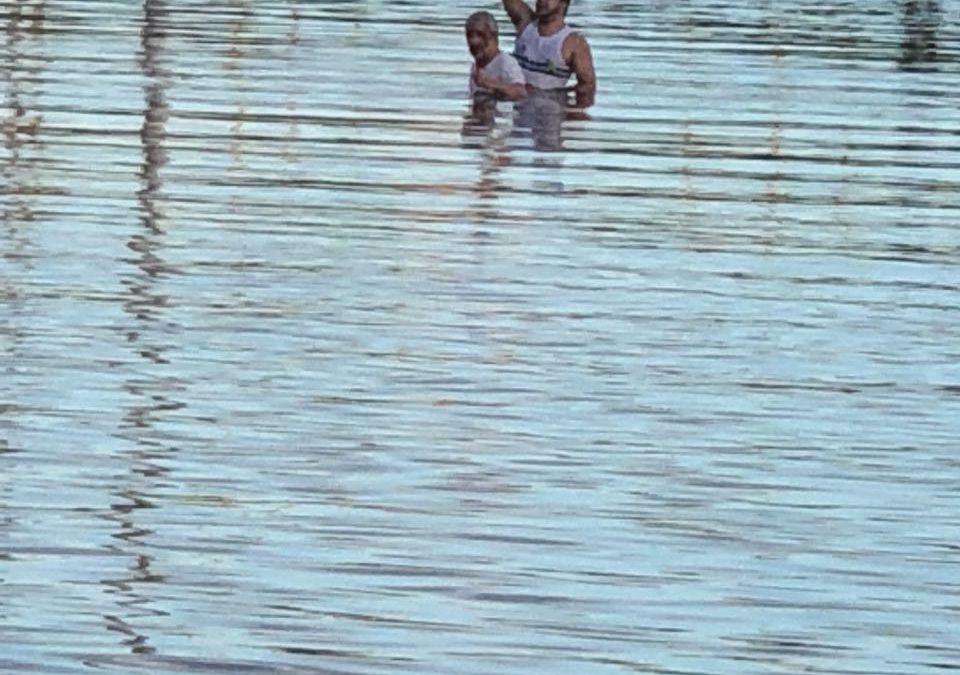 Avião monomotor cai no Lago do bairro Nova Carajás e assusta a todos