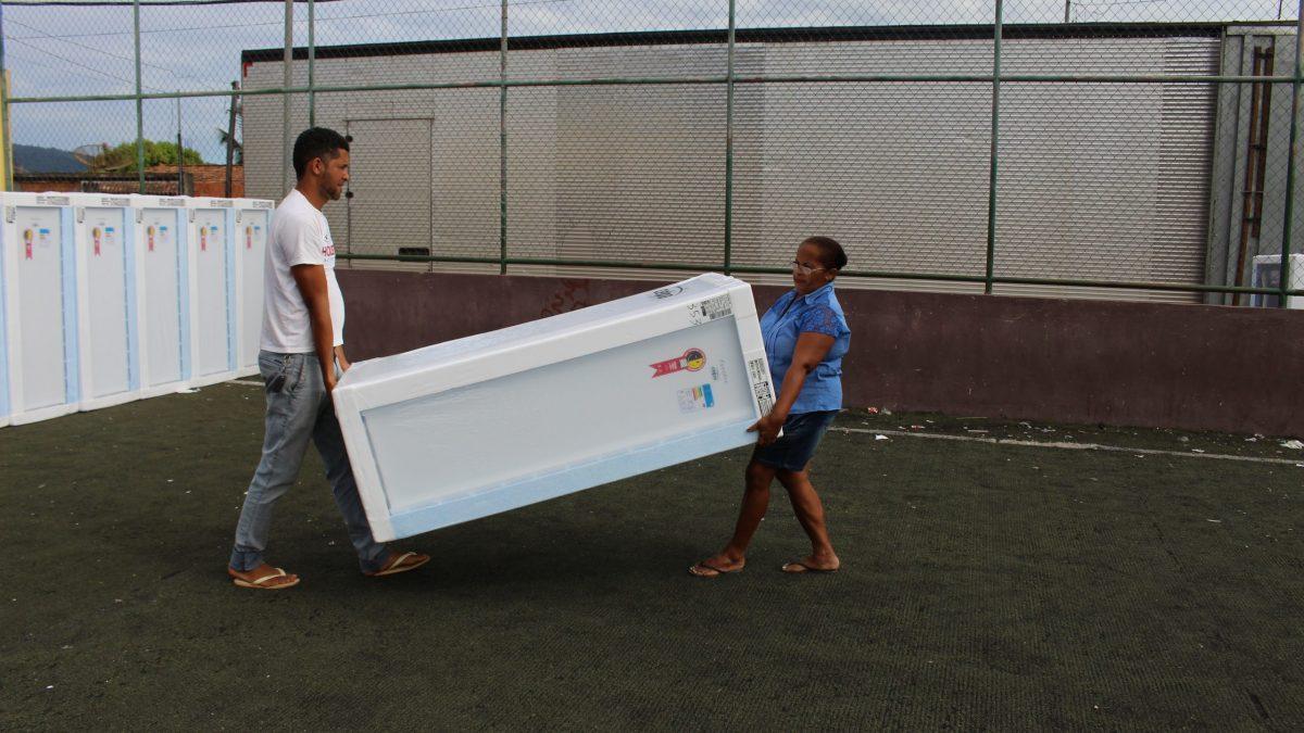 Comunidade Eficiente Celpa troca 240 geladeiras em Parauapebas