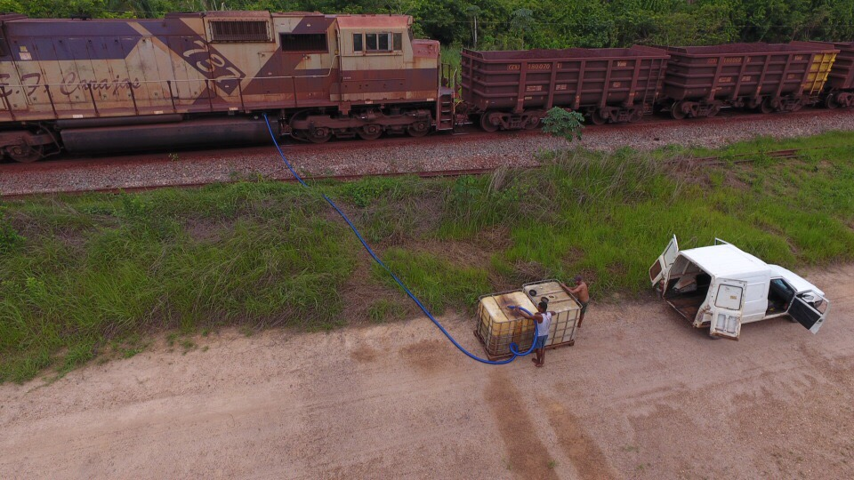 Em Parauapebas, homem é pego roubando combustível no trem da Vale