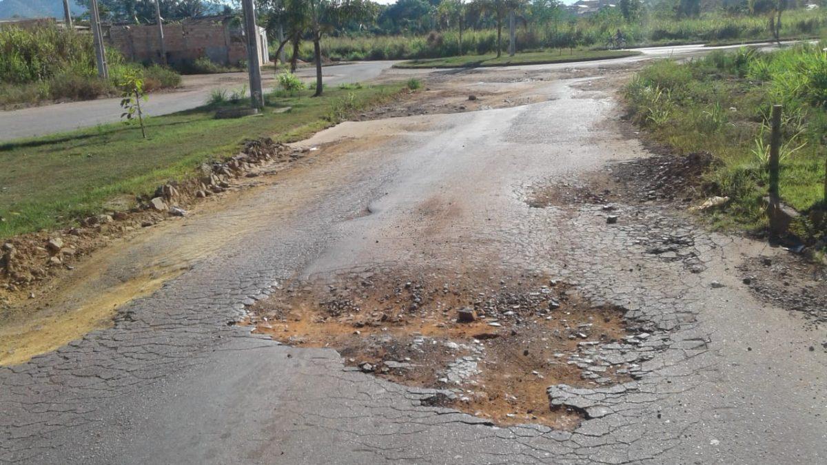 Maridé Gomes indica recuperação asfáltica do Bairro Nova Carajás