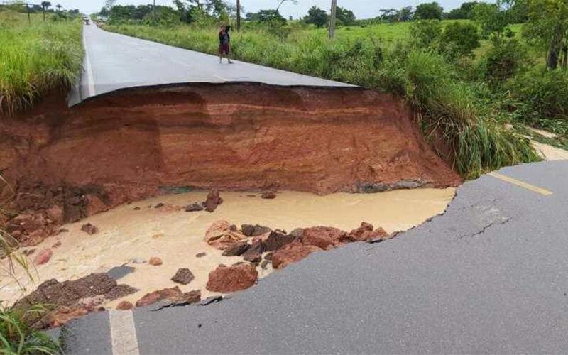 Asfalto na BR-155 cede e deixa cidades isoladas no interior do Pará