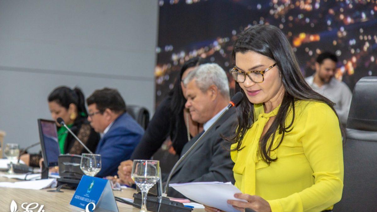 Vereadora Eliene Soares solicita construção de escola, UBS e implantação de serviço em Parauapebas