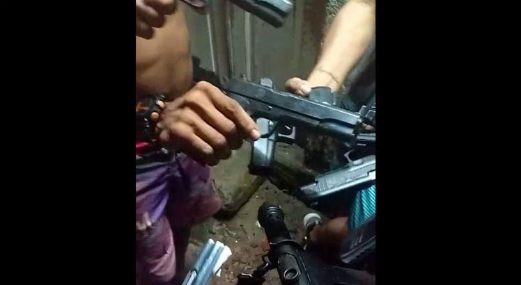 """Homens armados gravam vídeo e mandam """"recado"""" a população de Parauapebas"""