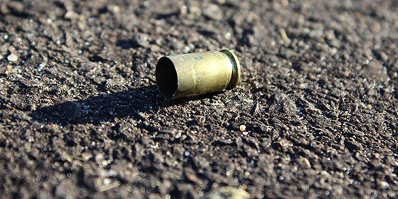 Mulher é morta e marido é baleado dentro de associação no bairro da Paz