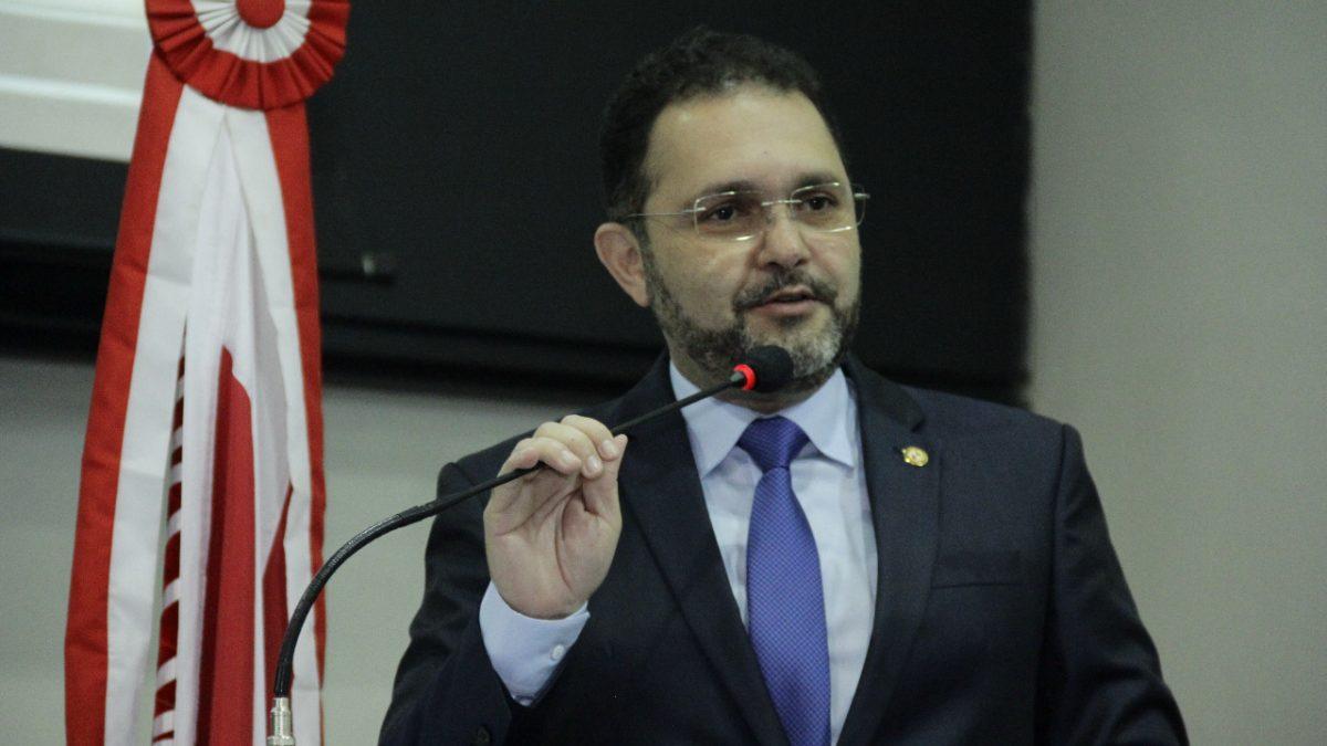 Deputado Chamonzinho rebate critícas na ALEPA e comprova obra do governo Helder
