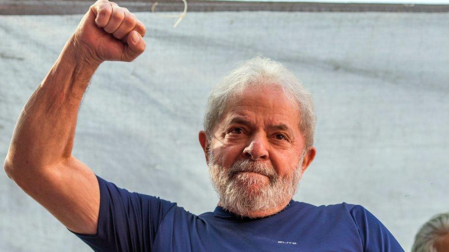 Mesmo preso Lula segue líder em pesquisa. Bolsonaro aparece em segundo
