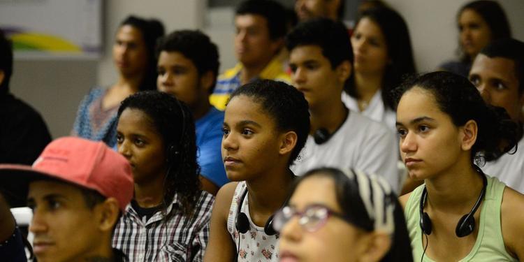 23% dos jovens brasileiros não trabalham e nem estudam
