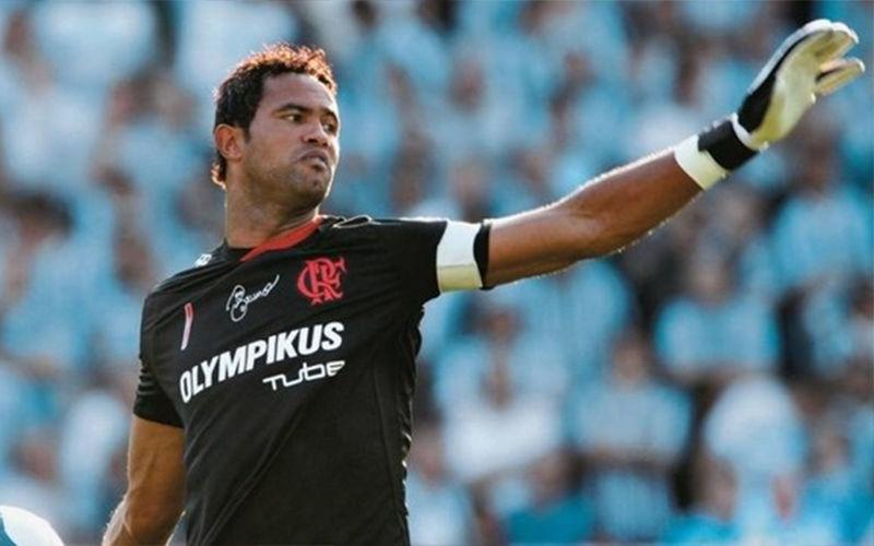 Em liberdade, goleiro Bruno recebe propostas e já negocia com clube