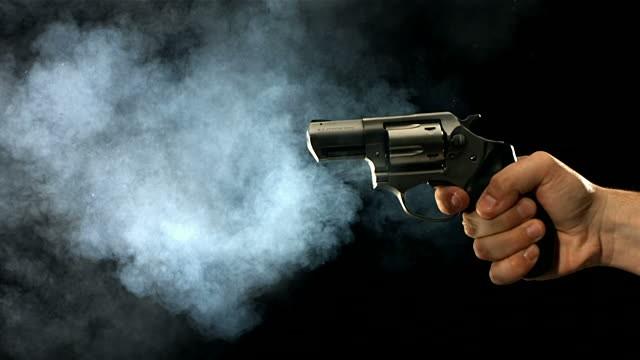 Jovem é executado a tiros na porta de casa em Parauapebas após matadores baterem em sua porta